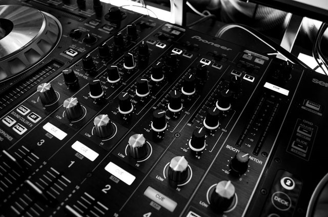 Reasons Why You Should Hire a Professional Online Mixing & Mastering Service